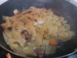 Pappardelle con porcini, baccalà e pomodorino giallo 9