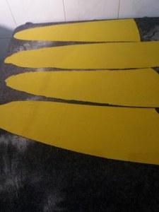 Ravioli bicolore allo zafferano e al nero di seppia con gamberi