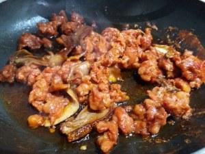 scialatielli di castagna con salsiccia funghi porcini tarallo sbriciolato