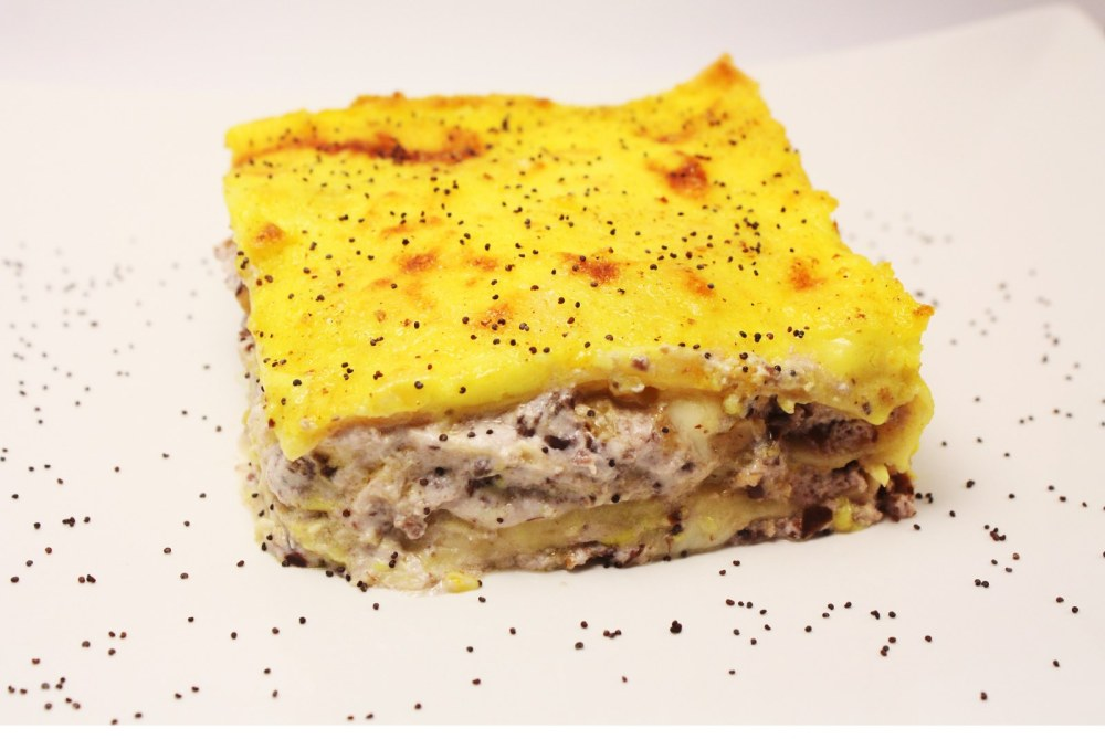 Lasagna vegetariana con ricotta alle olive nere e frutta secca