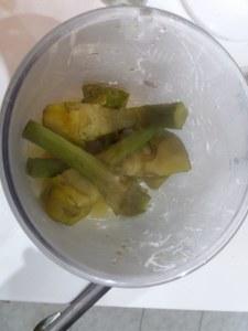 Trancio di pesce spada con friarielli e provola impanato alle nocciole su vellutata di patate e carciofi