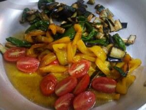 Orecchiette all ortolana con roquefort e crumble di pistacchio