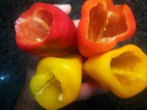 Peperoni ripieni con olive capperi provola ed acciughe di Sciacca_4