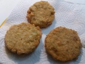 Tartara di tonno con peperone giallo su pane fritto