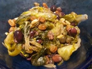 Alici marinate all'arancia su scarole con olive nere capperi pinoli e uva passa