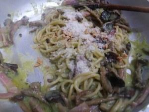 Spaghetti alla chitarra con broccolo romanesco pioppini speck e nocciole