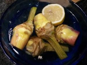 Mezze maniche alla carbonara con carciofi su fonduta di gorgonzola