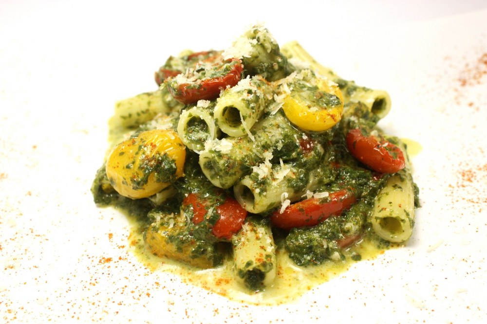 sedani rigati con pesto di friarielli gorgonzola e pomodori confit gialli e rossi