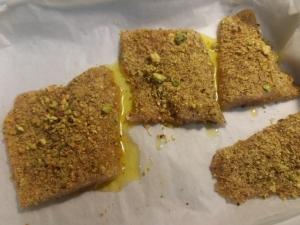 Filetto di spigola in crosta di pistacchi con emulsione al miele di castagno