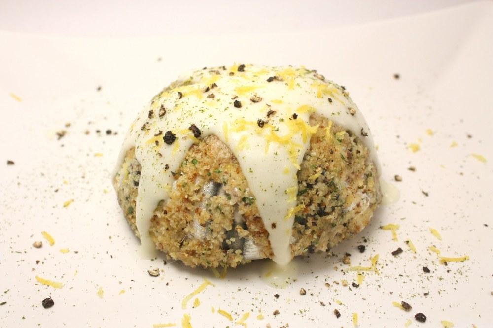Sformato di alici in crosta di mandorle con salsina al limone
