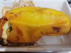 Tagliata di entrecote su coulis di peperone giallo con gocce di riduzione di aglianico