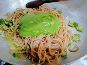 Spaghetti integrali con telline zucchine e tarallo sbriciolato