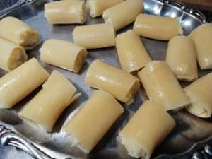 Paccheri ripieni di baccala e patate con crema di cavolfiore giallo
