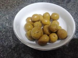 Gnocchi con crema di zucca filetti di acciughe olive schiacciate finocchietto e bottarga di tonno