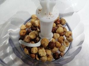 Polpette alla nocciola e riduzione di vino passito su crema di burrata allo zafferano