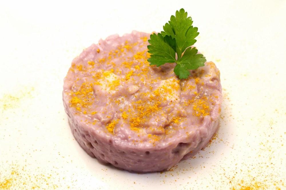 Risotto con crema di cavolo viola rana pescatrice e curcuma