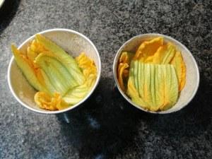 Gateau di patate con fiori di zucchina