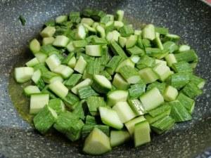 Scialatielli con scampi e zucchine in duplice fioritura
