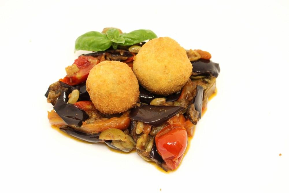 Polpette di pesce spada su caponata siciliana