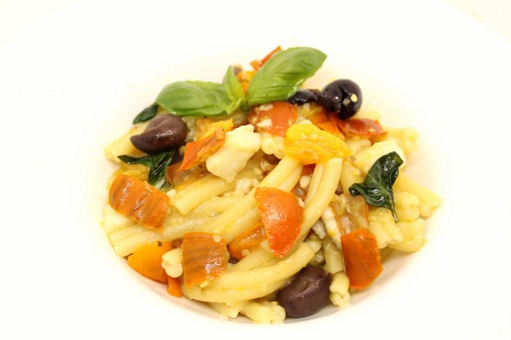 Casarecce con melanzane rosse rombo chiodato datterini gialli e olive nere