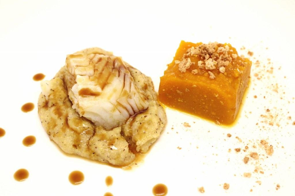 Baccala su polenta taragna con riduzione alla birra e hummus di zucca e amaretti