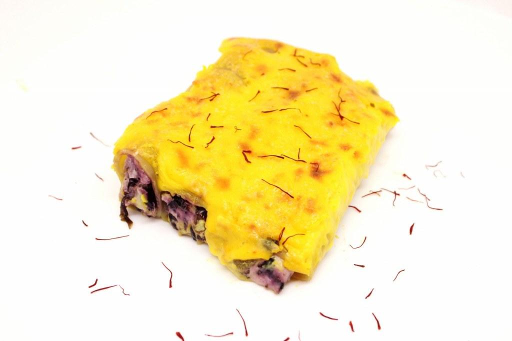 Cannelloni ripieni di ricotta radicchio speck e scamorza con besciamella allo zafferano