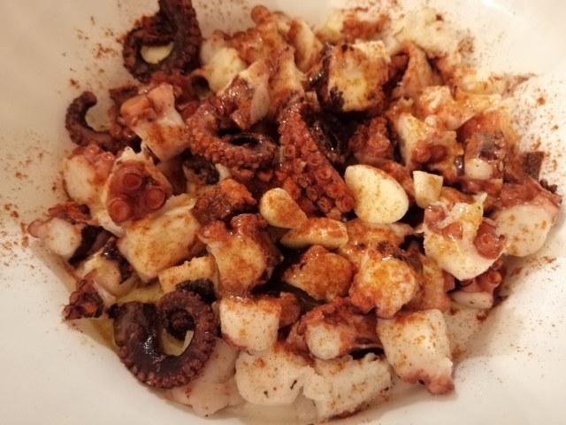 Polpo alla Galiziana con pure di patate viola