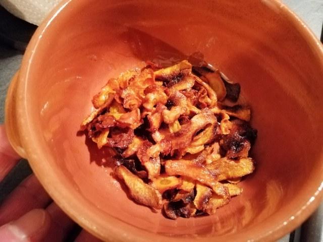 Flan di piselli freschi con fonduta di gorgonzola e chips di carote