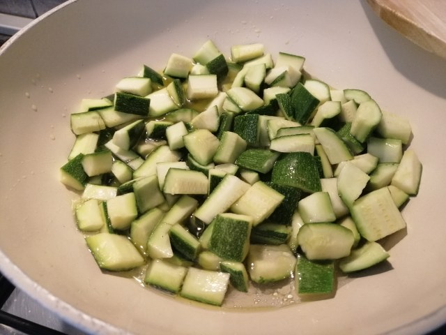 Risotto allo zafferano con zucchine e quartirolo stagionato