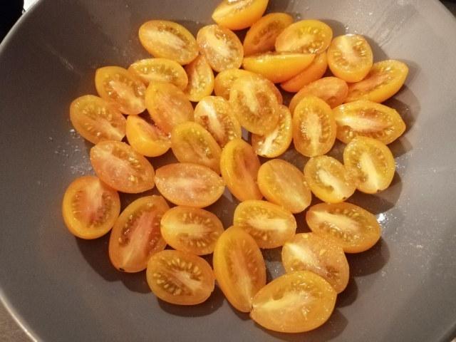 Pecorino alla pizzaiola con pomodoro giallo